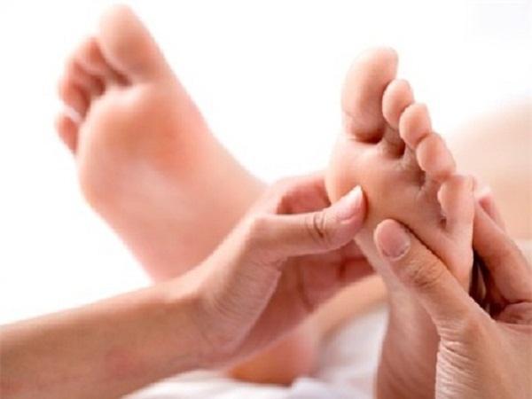 Học cách massage bấm huyệt bàn chân đơn giản tại nhà