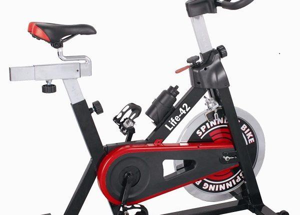 Xe đạp tập đa năng giúp lưu thông máu dễ dàng.
